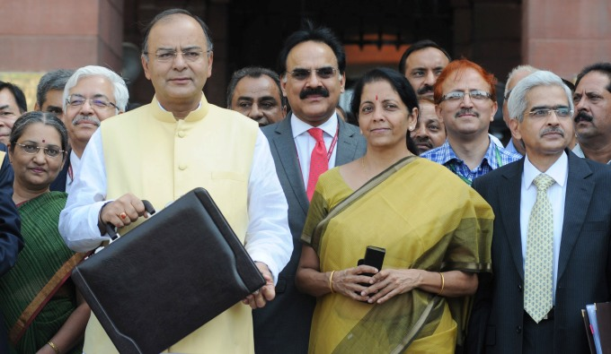 Finance Minister Arun Jaitley (Left) gives a push to solar energy while presenting his maiden budget in parliament. (Image by Press Information Bureau, Government of India)