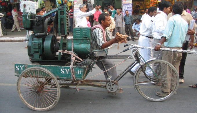 A diesel generator being ferried on a street of Delhi for a procession. (Image by Dandan)