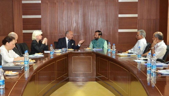 Prakash Javadekar, Minister for Environment, Forests and Climate Change (centre right) reiterated India's stand on climate deal during a meeting with a six- member delegation led by Laurent Fabius (centre left), Minister of Foreign affairs and International development of France. (Image by Press Information Bureau, Government of India)