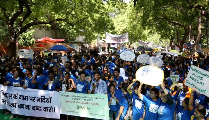 Over 2000 people came out on the streets in New Delhi to press for stronger action on climate change this Saturday, just days ahead of UN Climate Summit. (Image by People's Climate March)
