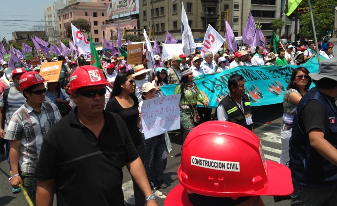 Thousands of marchers demand climate justice at UN climate summit in Lima (Image by Joydeep Gupta)