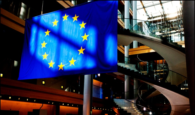 The EU has hung out its banner ahead of talks in Bonn by calling for bold moves from the US and China, though its own offer looks tame (Image by tristam sparks/flickr)