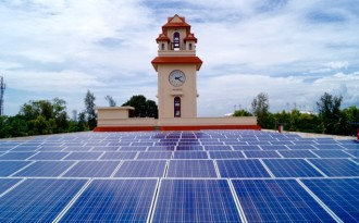 The 100 KW unit which has been fixed atop the golden jubilee building of Kerala University's Karyavattom campus. (Image by ANERT)