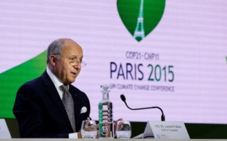French hosts haul UN summit to cusp of historic climate deal