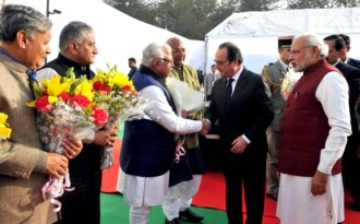 Modi and Hollande lay the foundation stone of the International Solar Alliance headquarters in Gurgaon, Haryana. (Image by Press Information Bureau, Government of India)