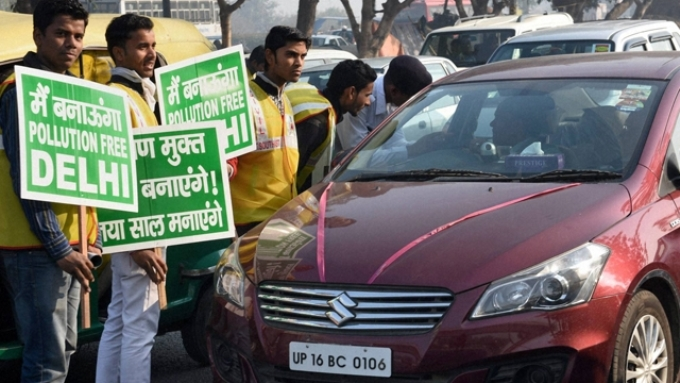 Volunteers helped enforce the odd-even rules (Image by Delhi government)