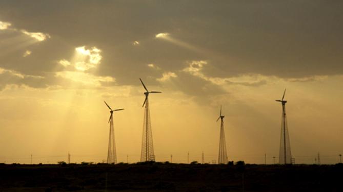 Windmills in Thar desert in Jaisalmer, Rajasthan (Image by Nevil Zaveri)