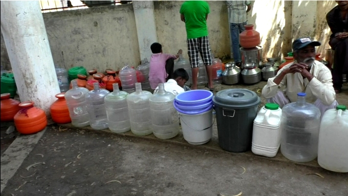 People waiting endlessly for a pot of water (Image by Atul Deulgaonkar)