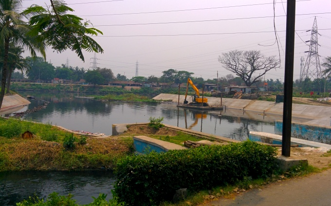 Sewage is diverted into fish ponds near Bantala that harms the fish (Image by Soumya Sarkar)