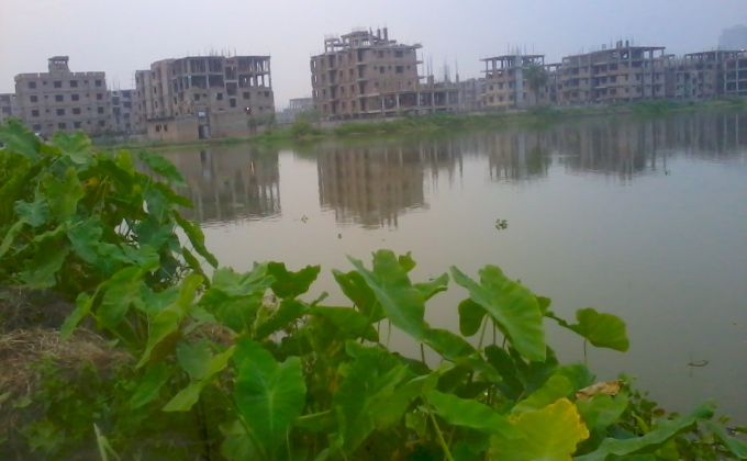Buildings being constructed in the heart of the Kolkata wetlands (Image by Pravash Mallick)