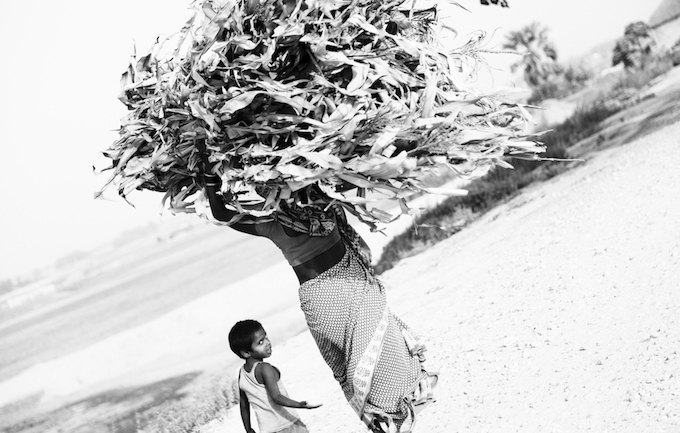 A child accompanies his mother at Sounmanki Ghat in Khagaria district of Bihar. Multi-tasking seems to come easily to the women and children, but little thought is given to the fact that they lack consistent support.
