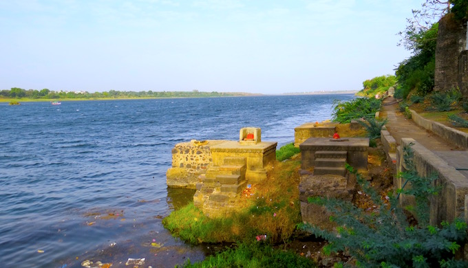 The robust flow of the Narmada at Maheshwar in Madhya Pradesh. (Photo by Soumya Sarkar)