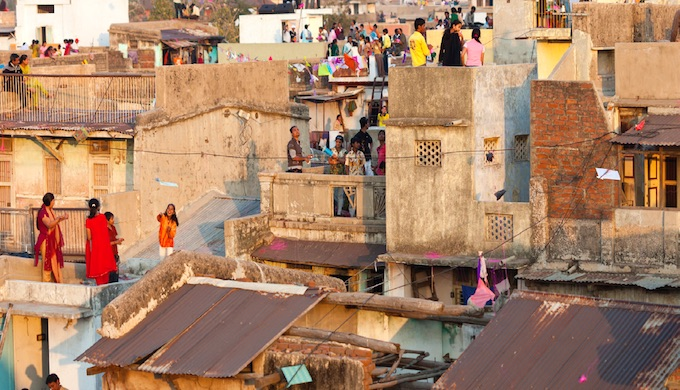 Slum communities in Ahmedabad are particularly vulnerable to heat shocks in Summer. (Photo by NDRC)