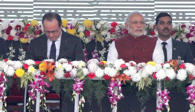 French President François Hollande and Prime Minister Narendra Modi at the foundation stone laying ceremony for the International Solar Alliance secretariat in January 2016. (Photo by ISA)