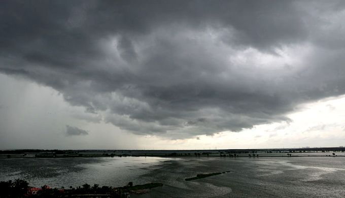 Stratus, a type of low clouds that covers the sky in a thick blanket (Image by Biswarup Ganguly/ Wikimedia)