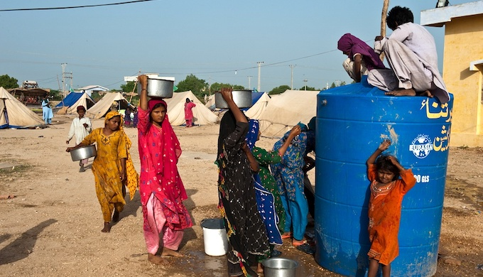 Water being distributed to displaced people taking refuge at the Makli Graveyard, Thatta, Pakistan. (Photo by ADB)