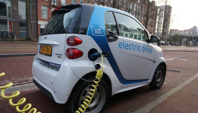 Switching completely to electric cars powered by lithium-ion batteries is an impractical dream (Photo by Marilyn Murphy)