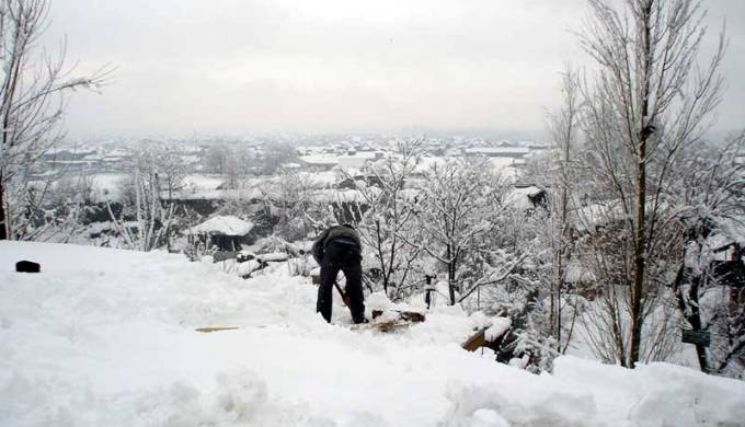 Over 17 people died and around 2000 houses got damaged as heavy snowfall tore through Kashmir valley this March. (Image by gmcsrinagar)