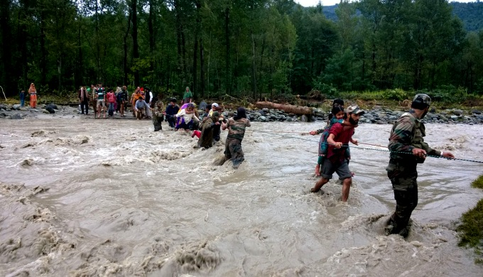 Indian Army rescuing flood victims in Jammu & Kashmir (Image by Press Information Bureau, Government of India)