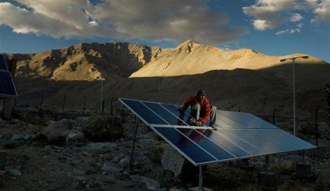 The arid region of Ladakh in the Indian Himalayas aims to produce 100,000 MW of solar power by 2050 (Image by Harikrishna Katragadda/Greenpeace)