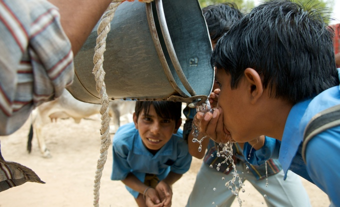 Children quenching their thirst on a hot day (Image by Daniel Bachhuber)