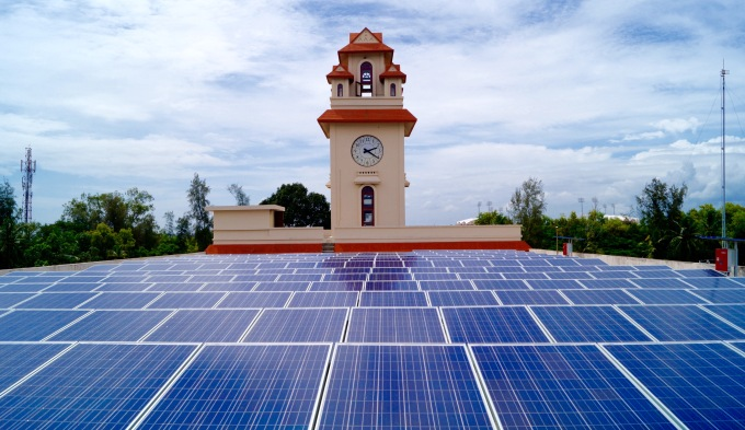 The 100 KW solar unit which has been fixed atop the golden jubilee building of Kerala University's Karyavattom campus. (Image by ANERT)