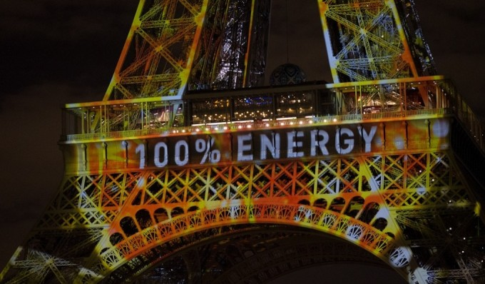 Eiffel Tower dressed up for COP21 (Image by Mark Dixon)