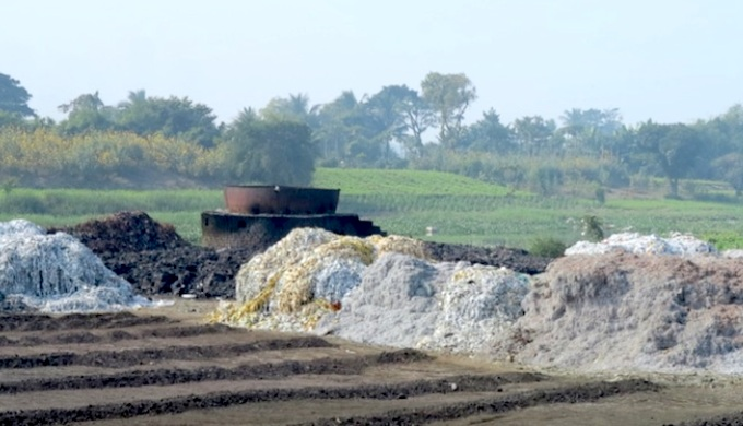 A cauldron to boil leather waste at an illegal unit (Photo by Dhrubajyoti Ghosh)