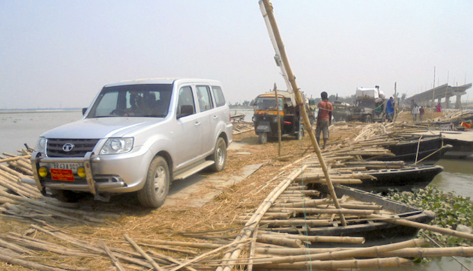 A government vehicle crossing the pontoon bridge. The washed away concrete bridge can be seen in the background. (Photo by Alok Gupta)