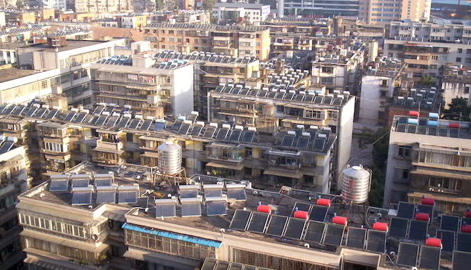 Rooftop solar installations in Seattle. (Photo by Yuek Hahn)