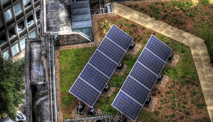 Solar rooftop installations in residential areas of Indian cities have failed to make good progress. (Photo by Murphy Z. Mike)
