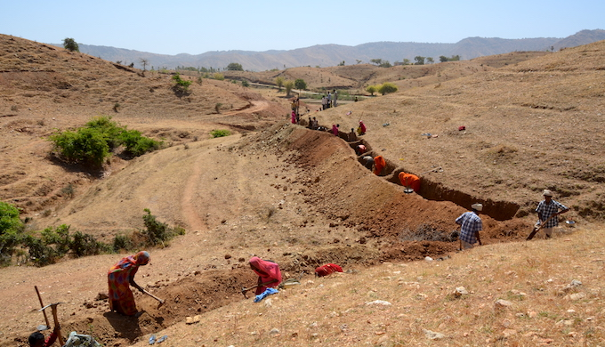 Villagers contribute voluntary labour to dig a continuous contour trench to prevent water run-off (Photo by WOTR)