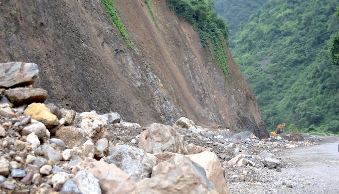 Road experts and scientists warn that the hill slope is critical while building a road in the mountains but for the Char Dham project, the hills are being cut vertically (Photo by Viral Bug Films)