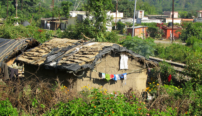 An urban slum in Dehradun, capital of the Himalayan state of Uttarakhand (Photo by Paul Hamilton)