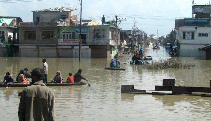 A view of receding flood waters in Srinagar city during the September 2014 flooding (Photo by Athar Parvaiz)