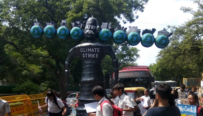 Students in New Delhi demanding action on climate change in Friday (Photo by Greenpeace India)