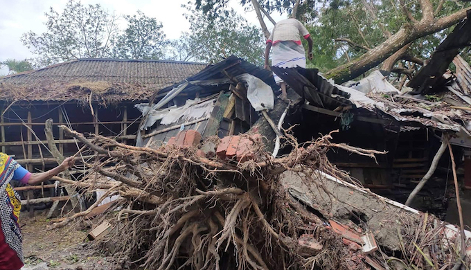 Homes destroyed in Satkhira, Bangladesh, by Cyclone Bulbul (Photo by Jago Nari)