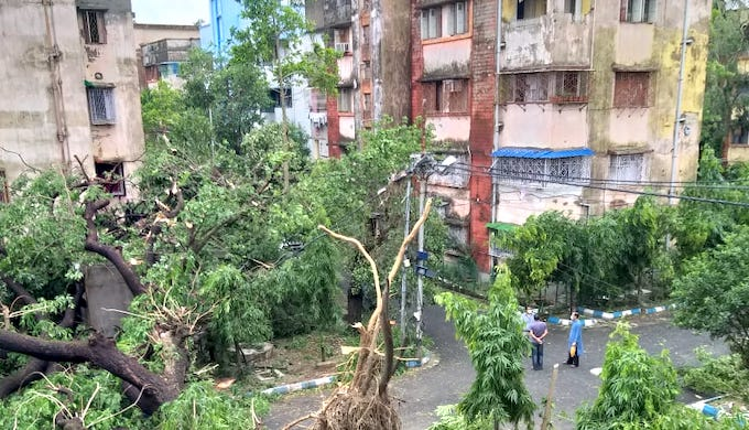 Cyclone Amphan has caused massive damage in Kolkata (Photo by Alamy)