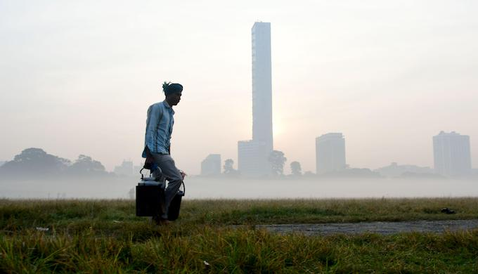 Early morning air pollution in Kolkata (Photo by Suvrajit Dutta/Alamy)