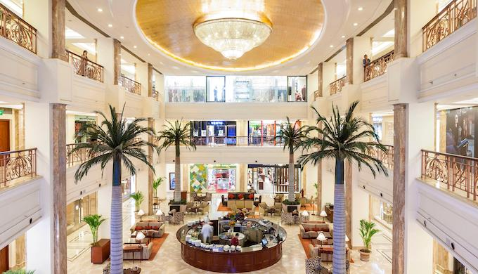 Opulent malls cater to the wealthy in India, who are causing much more emissions than the rest (Photo by Alamy)
