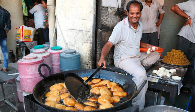 A street vendor deep-frying kachoris in Rajasthan, India. Cheap and versatile, palm oil is widely used for cooking in India, especially at the lower end of the market. But few Indian consumers are aware of the damage unsustainable palm oil production is doing (Photo by Alamy)